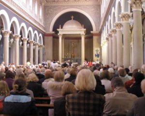 Depois de ataques terroristas, igrejas na Alemanha somam conversões em massa
